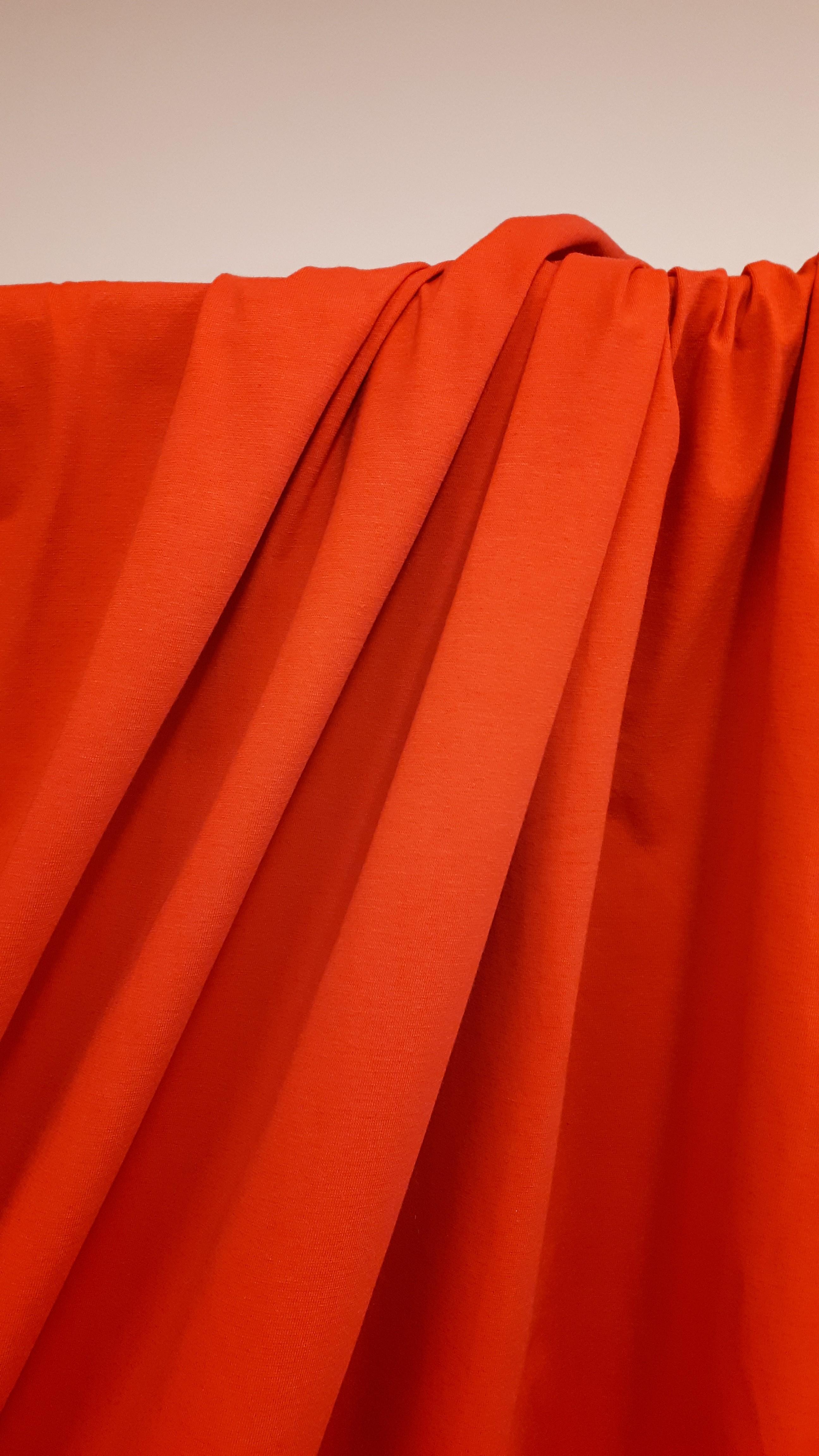 Blīva kokvilnas trikotāža sarkanā krāsā